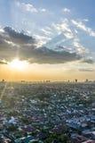 Por do sol em Petaling Jaya, Selangor, Malásia fotografia de stock