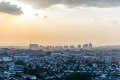 Por do sol em Petaling Jaya, Selangor, Malásia foto de stock royalty free