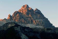 Por do sol em picos da dolomite imagens de stock