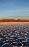 Por do sol em planos de sal fotografia de stock royalty free