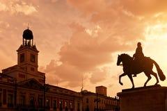 Por do sol em Puerta del Solenóide, Madrid Fotos de Stock Royalty Free