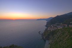 Por do sol em Riomaggiore, Cinque Terre Foto de Stock