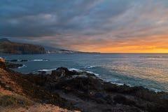Por do sol em rochas Fotografia de Stock