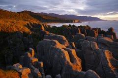 Por do sol em rochas da panqueca Imagens de Stock Royalty Free