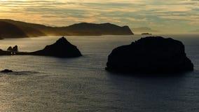 Por do sol em San Juan de Gaztelugatxe, país basque, Espanha imagens de stock