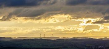 por do sol em Sankt Wendel com plantas de energias eólicas Imagem de Stock