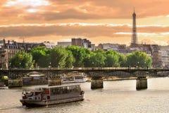Por do sol em Seine. Imagem de Stock