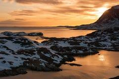 Por do sol em Sisimiut, Gronelândia. fotos de stock