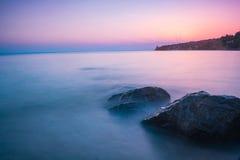Por do sol em Sithonia sobre o mar de Egee Fotos de Stock