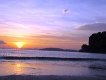 Por do sol em Tailândia - vista romântica perfeita Fotografia de Stock