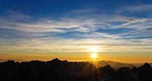 Por do sol em Tatras elevado, Slovakia Fotos de Stock