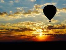 Por do sol em um balão de ar quente Imagem de Stock