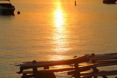 Por do sol em um lago fotografia de stock