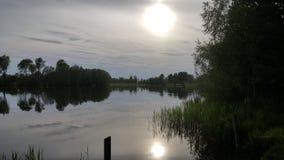 Por do sol em um lago Foto de Stock