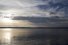 Por do sol em um lago canadense do norte Imagem de Stock