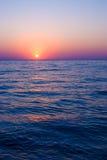 Por do sol em um mar Imagens de Stock Royalty Free
