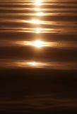 Por do sol em um mar calmo Foto de Stock Royalty Free