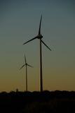 Por do sol em um windfarm. Fotografia de Stock Royalty Free