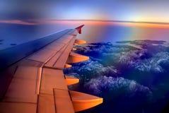 Por do sol em uma altura de 10.000 medidores na luz polarizada Fotos de Stock