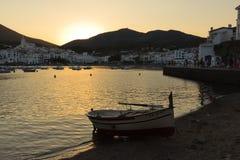 Por do sol em uma cidade do verão da costela Brava fotos de stock royalty free