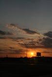 Por do sol em uma cidade pequena Fotografia de Stock Royalty Free