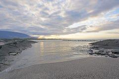 Por do sol em uma ilha remota imagem de stock royalty free