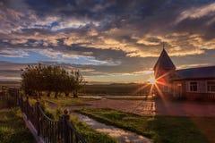 Por do sol em uma vila pequena Imagem de Stock