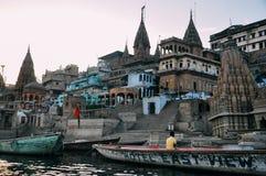 Por do sol em Varanasi, Índia Imagens de Stock