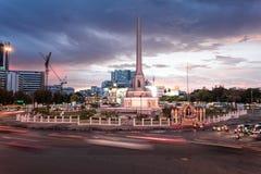 Por do sol em Victory Monument, Tailândia Imagem de Stock