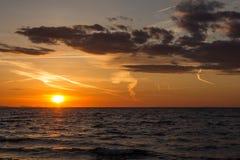 Por do sol em Zadar, Croácia imagem de stock
