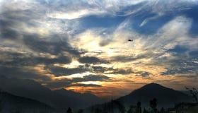 Por do sol entre fileds Imagem de Stock