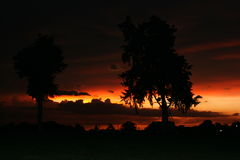 Por do sol escuro Imagens de Stock