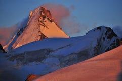 Por do sol espectacular no dente D'Herens fotografia de stock royalty free
