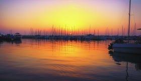 Yacht club da noite imagens de stock