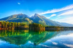 Por do sol fantástico do outono do lago Hintersee fotografia de stock