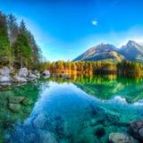 Por do sol fantástico do outono do lago Hintersee imagens de stock