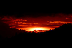Por do sol flamejante imagens de stock