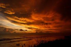 Por do sol flamejante impressionante imagens de stock royalty free