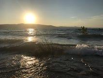 Por do sol fora do lago bear Imagem de Stock