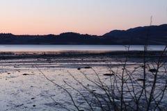 Por do sol frio na mola por Trondheimsfjorden Imagens de Stock Royalty Free