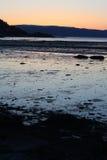 Por do sol frio na mola por Trondheimsfjorden Foto de Stock