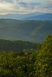 Por do sol fumarento das montanhas Fotografia de Stock