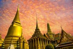 Por do sol grande do palácio de Tailândia Banguecoque fotografia de stock