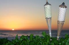 Por do sol havaiano com oceano imagens de stock royalty free