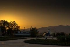 Por do sol, helicóptero na terra Imagens de Stock Royalty Free