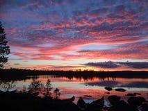 Por do sol impressionante em Noruega imagens de stock