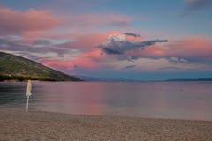 Por do sol impressionante no mar Imagem de Stock