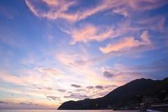 Por do sol impressionante no mar Mediterrâneo Imagens de Stock Royalty Free
