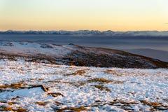 Por do sol invernal na montanha de Vitosha, Bulgária Imagens de Stock