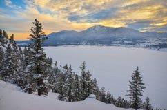 Por do sol do inverno em montanhas de Purcell Foto de Stock Royalty Free